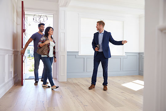 realtor showing home to couple. real estate courses